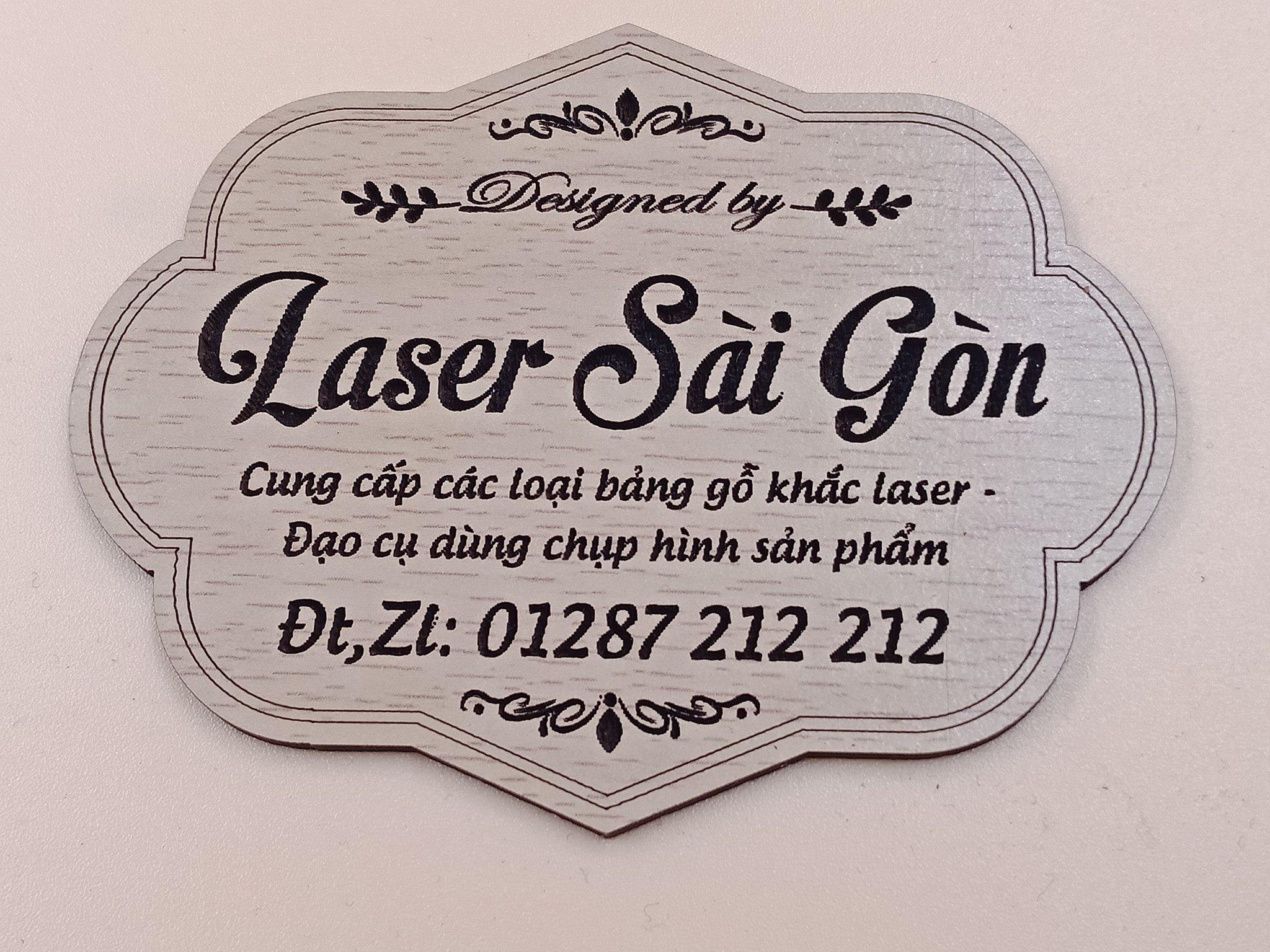 Bảng hiệu được khắc laser từ gỗ