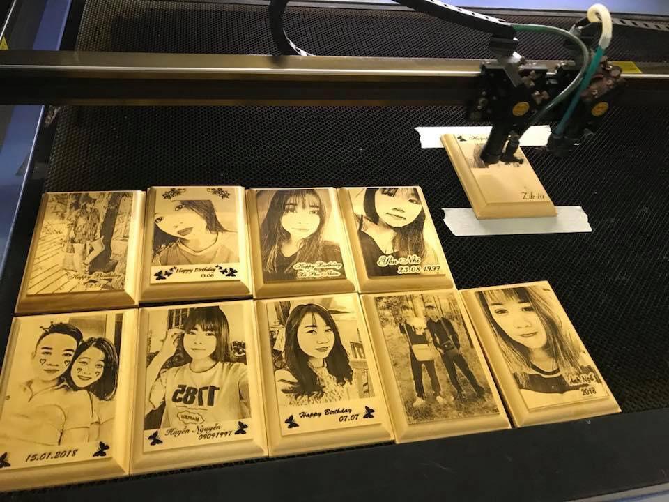 Các bức ảnh được khắc trên gỗ cực ấn tượng