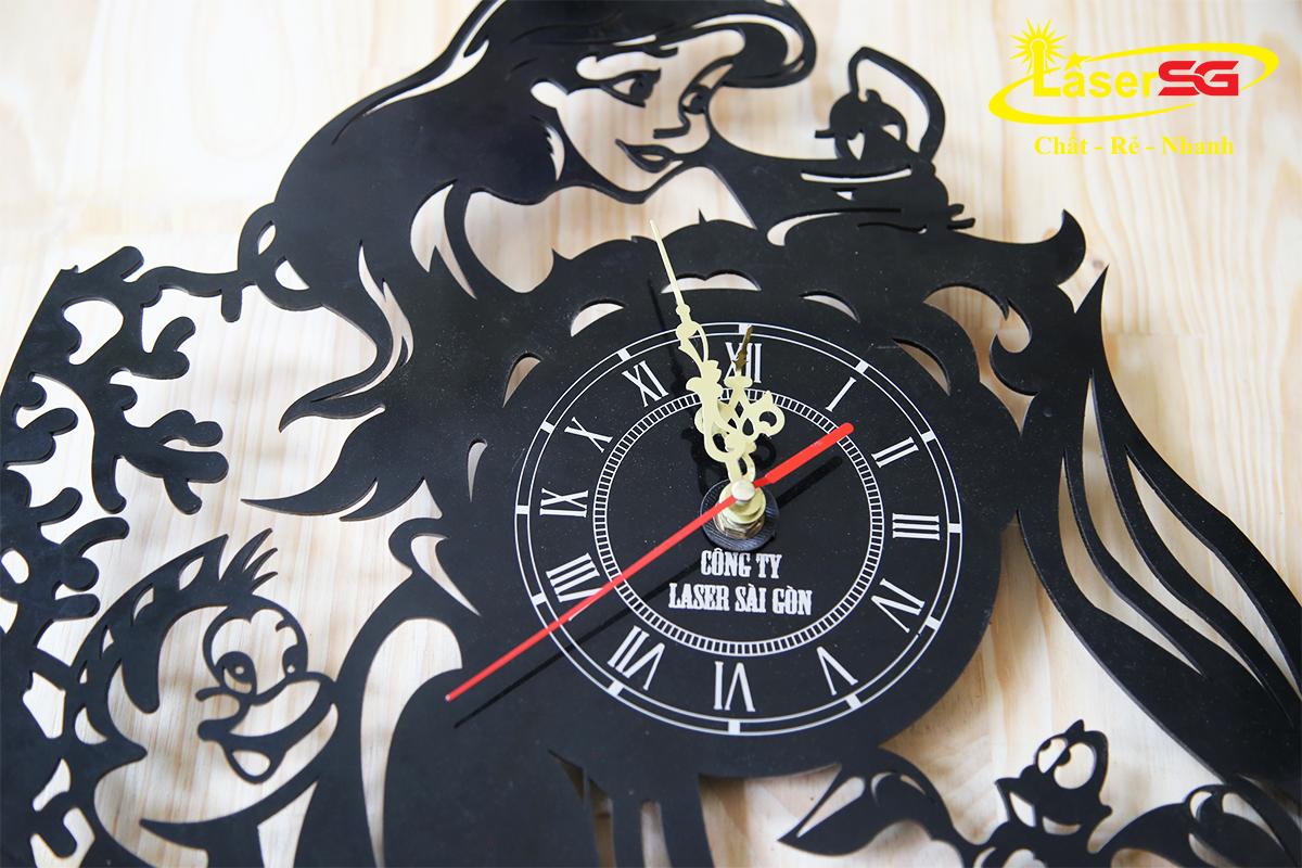 Cắt khắc laser đồng hồ nhựa